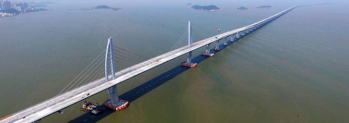 Zumindest ist die südchinesische Boomregion durch die Hongkong-Zhuhai-Macau-Brücke ...