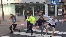 """""""Silly Walk"""" in den Niederlanden: Dieser Zebrastreifen sorgt für gute Laune"""