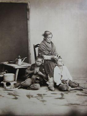 Giorgio Sommer: Neapel. Entlausung (ca. 1870).