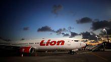 189 Menschen an Bord: Passagierjet stürzt bei Jakarta ab