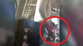 Angst in der U-Bahn: Mann terrorisiert Fahrgäste mit Kettensäge