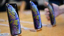 iPhones in einem Apple-Store