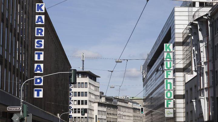 Die einstigen Konkurrenten in der Düsseldorfer Innenstadt.
