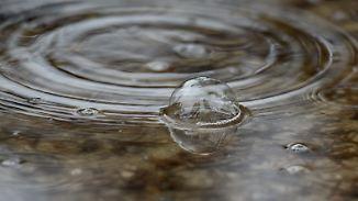"""Wechselhaft, aber mild: Tief """"Zarmina"""" lässt es regnen"""