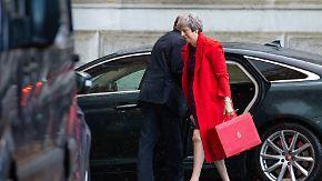 Abgeordnete drohen mit Rebellion: Kann May ihr Kabinett vom Brexit-Deal überzeugen?
