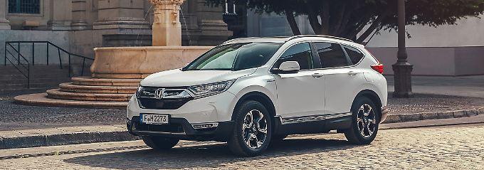 Von Außen sieht der Honda CR-V Hybrid aus wie seine Brüder, die nur mit einem Verbrenner fahren.