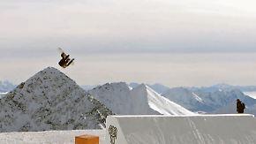 """Erste Frau mit """"Cab Triple Underflip 1260"""": Anna Gasser springt phänomenalen Snowboard-Stunt"""