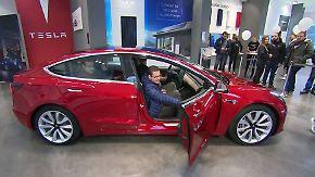 Lange Wartezeiten: Tesla tröstet Kunden mit Model 3 zum Anfassen