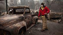 """""""Sieht aus wie ein Kriegsgebiet"""": Helfer suchen in Trümmern nach Brandopfern"""