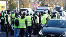 Proteste gegen hohe Spritpreise: Demonstrantin stirbt bei Straßenblockade