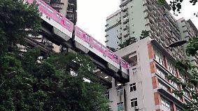 Wenn Autos über Dächer fahren: Chinas Megastadt Chongqing platzt aus allen Nähten