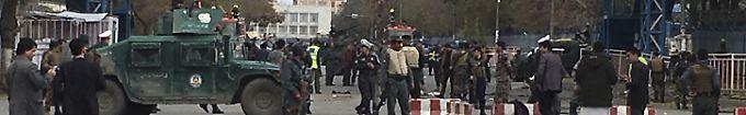 Der Tag: 16:07 Dutzende Tote bei Anschlag auf religiöse Führer in Kabul
