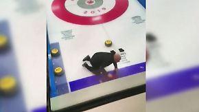 Kaum zu glauben, aber wahr: Betrunkene Curling-Stars randalieren auf dem Eis