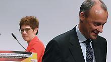 CDU-Regionalkonferenz in Halle: Merz wirkt nervös, AKK marschiert