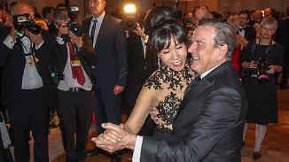 Tanzparkett statt Gerichtssaal: Bundespresseball wird zum Schröder-Gipfeltreffen