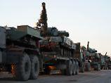 Transport von ukrainischen Panzern in der Nähe des Asowschen Meeres.