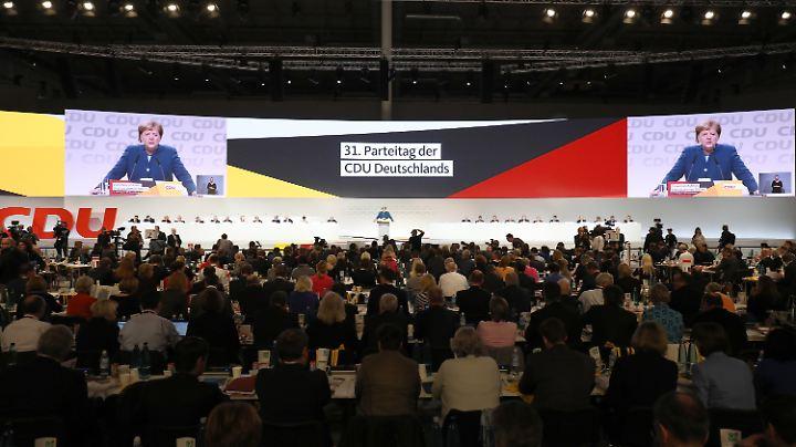 Personelle Neuausrichtung an der CDU-Spitze: Angela Merkel auf dem großen Parteitag in Hamburg.