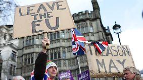 Vor entscheidender Abstimmung: Tausende Brexit-Befürworter protestieren mit Rechtsextremen