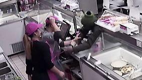 Handgemenge mit Jagdmesser: Wehrhafter Eisverkäufer schlägt Räuber in die Flucht