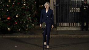 Überstandenes Misstrauensvotum: May bleibt Regierungschefin