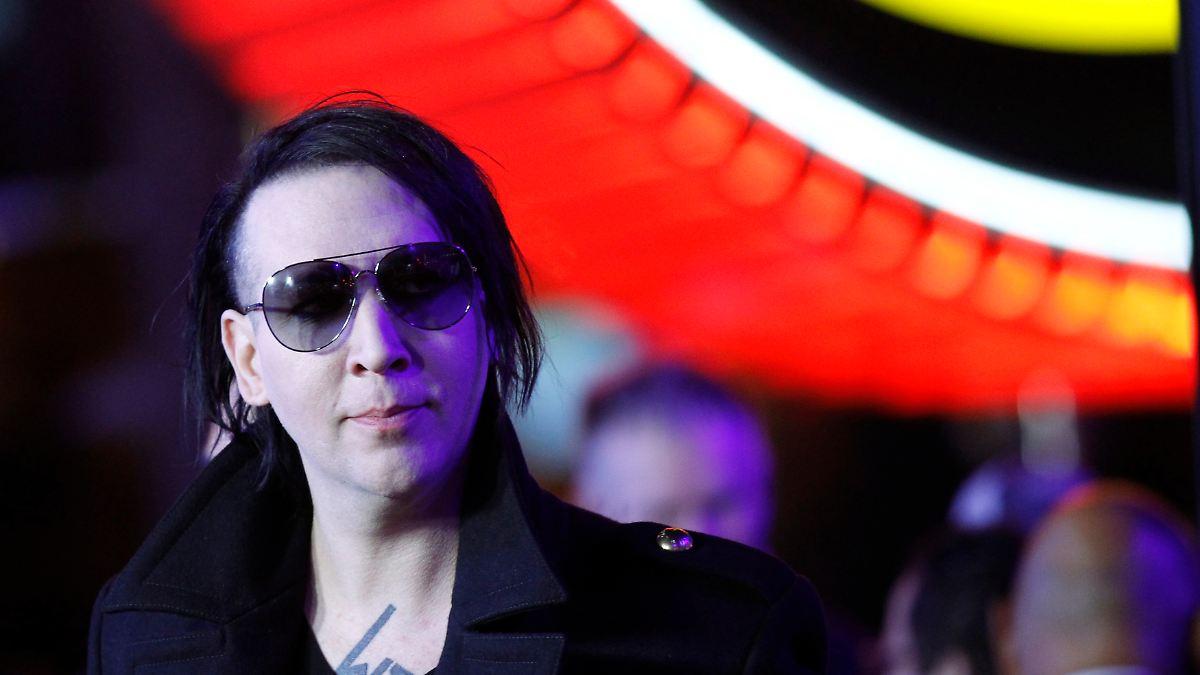 Er wollte Busen bewerten:Lud Manson Fans zu Sex-Spielen ein? - n-tv NACHRICHTEN