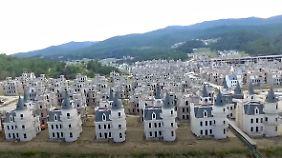 "Bizarre Luxus-Geisterstadt in der Türkei: Hunderte Mini-Schlösser stehen in ""Burj al Babas"" leer"