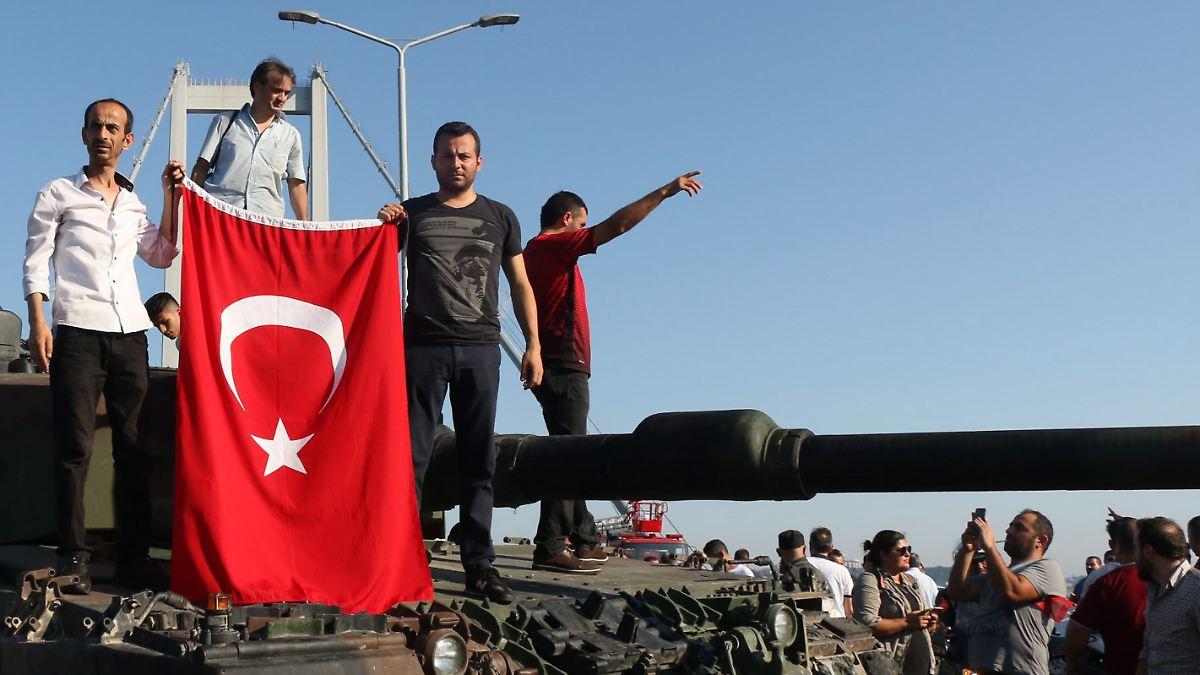 141 mal lebenslänglich für Topmilitärs