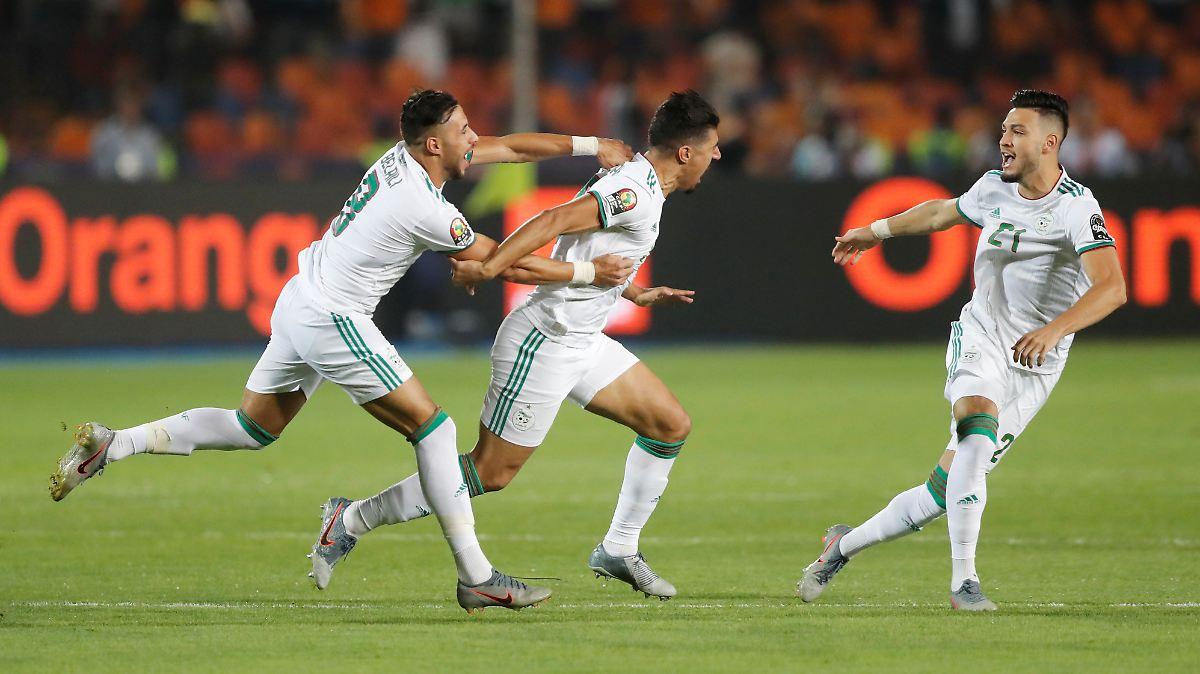 Algerien triumphiert dank kuriosem Blitztor