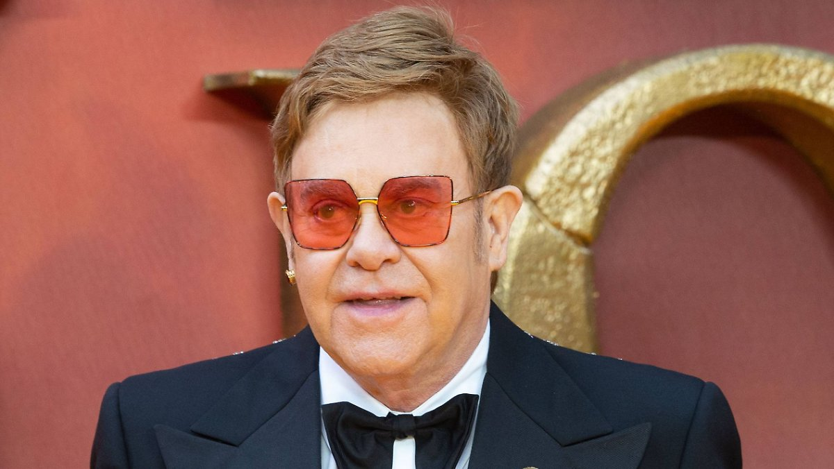 Bei Elton John spukt es