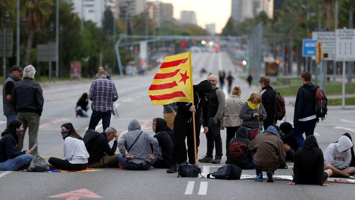 Streik-Proteste-Gro-kundgebung-Separatisten-legen-Katalonien-lahm