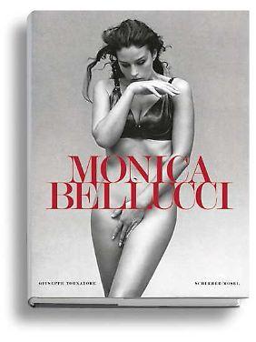 """Der Fotoband """"Monica Bellucci"""" mit einem Vorwort von Giuseppe Tornatore und einem Text von Monica Bellucci ist im Schirmer/Mosel-Verlag erschienen und kostet 58 Euro."""