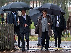 DGB und BDI wollen mehr Ausgaben: Merkel und Scholz lassen Kritik abtropfen