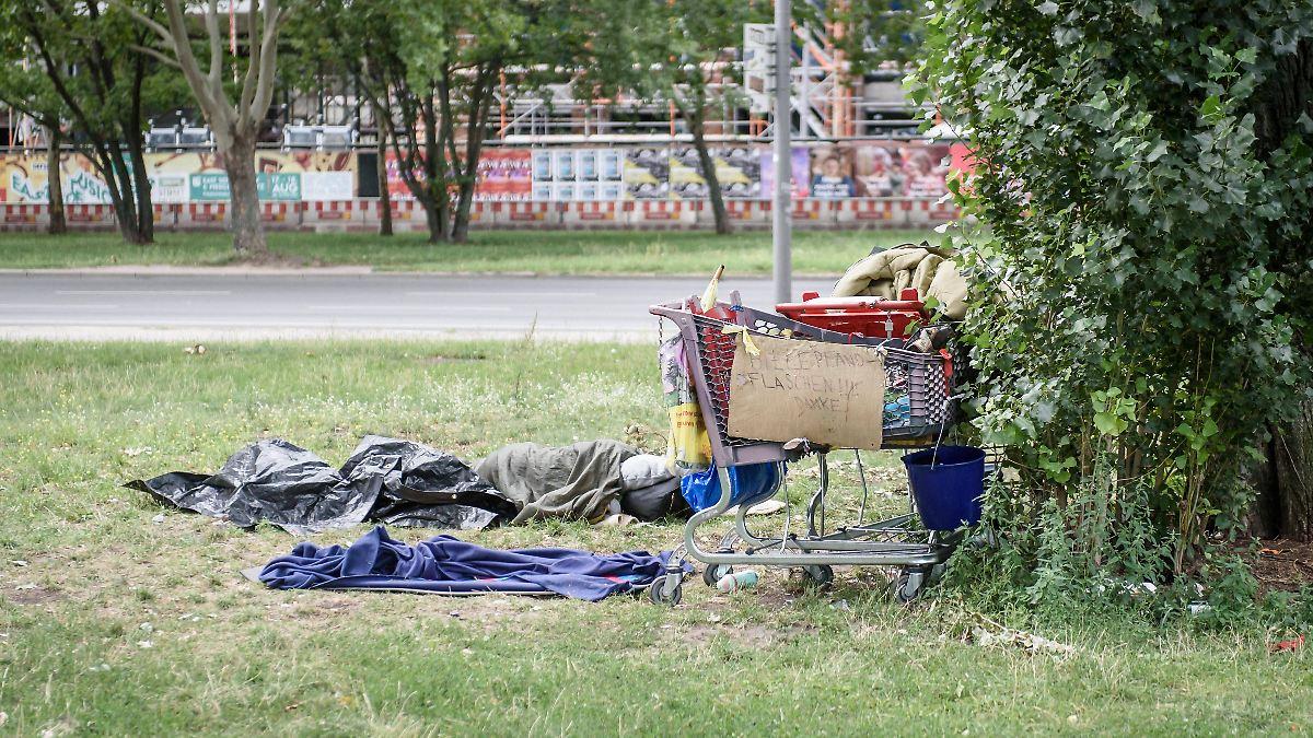 Macheten-Mann zerstört Obdachlosen-Zelt
