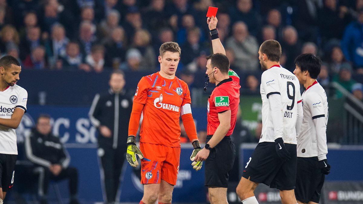 Keeper Nübel sieht bei Schalker Sieg glatt Rot