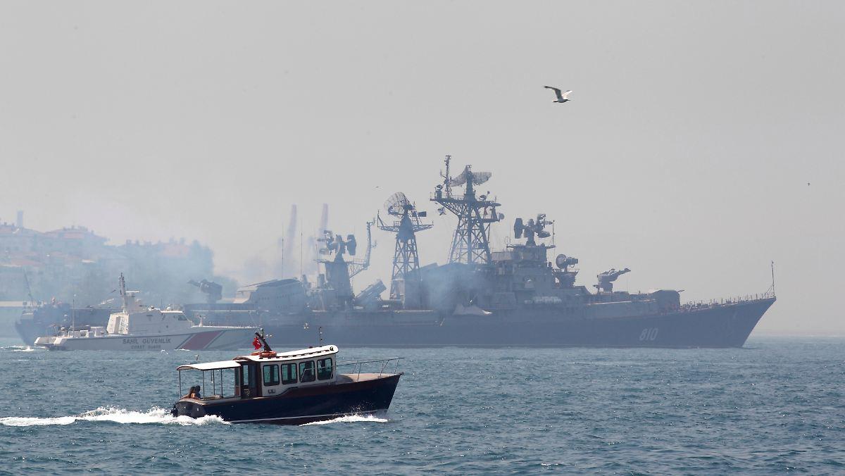 Russland schickt Kriegsschiffe durch den Bosporus