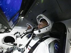 Mit Touchscreen und Designer-Anzug zur ISS