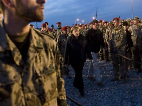"""Erstmals sprach Merkel ausdrücklich von Kämpfen """"wie im Krieg"""" im Bezug auf Afghanistan."""