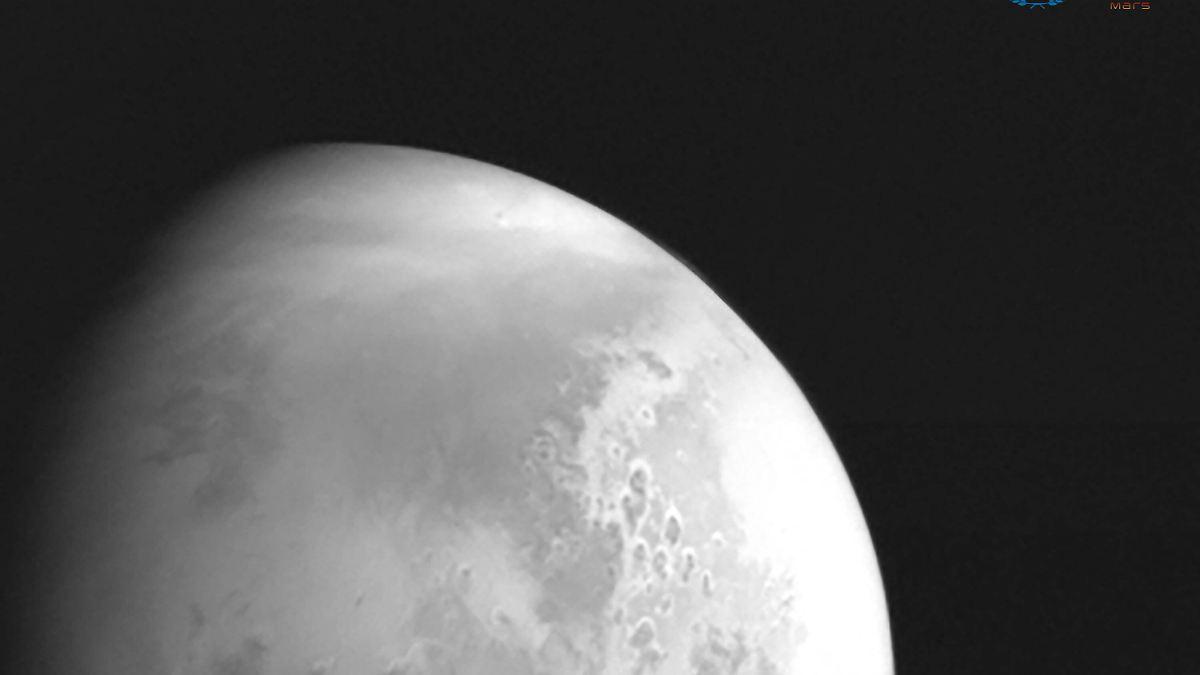 Auf dem Weg zum roten Planeten:Chinas Raumsonde schickt erstes Mars-Bild - n-tv NACHRICHTEN