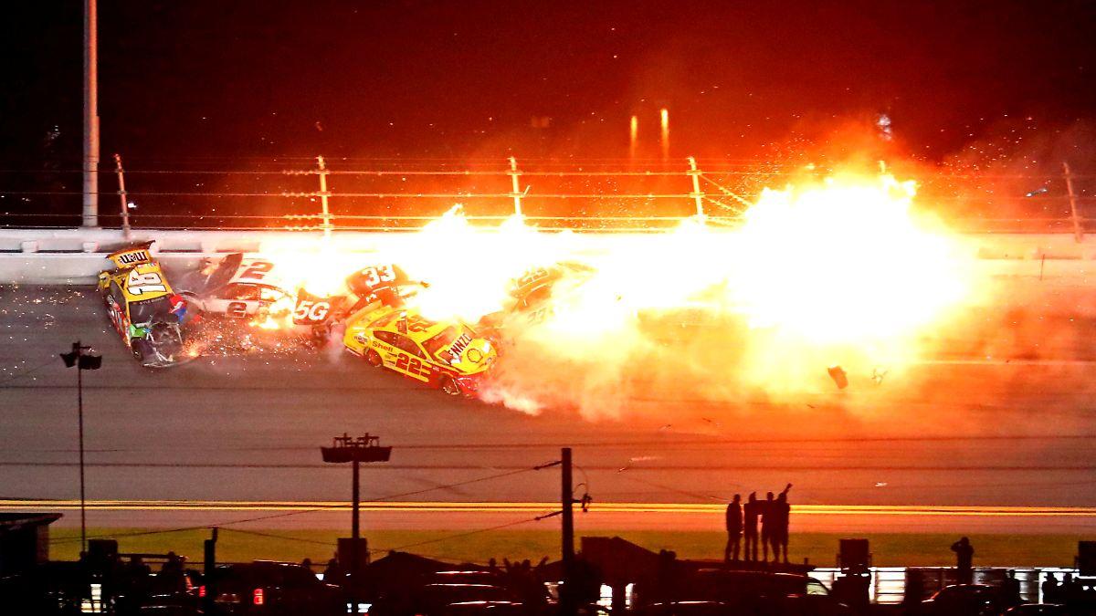 Außenseiter gewinnt Daytona 500:Nascar-Thriller endet mit Feuerball - n-tv NACHRICHTEN