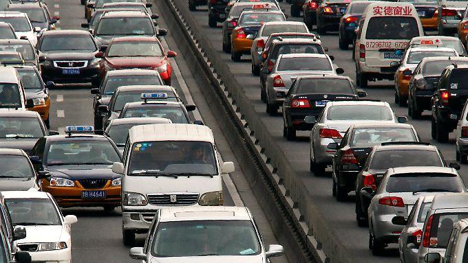In Peking wächst die Zahl der zugelassenen Autos rasant.