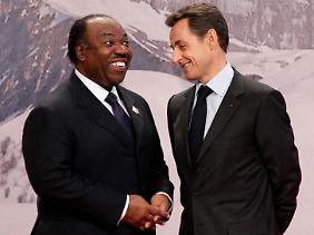 Öffentliche Gelder für Wahlkampfzwecke verwendet? Gabuns Ex-Präsident Omar Bongo mit Nicolas Sarkozy.