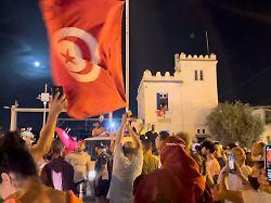 2021 07 26T015652Z 1715111068 RC21SO9GEW8K RTRMADP 3 TUNISIA POLITICS - Gegner wittern Putschversuch: Tunesiens Parlament abgeriegelt