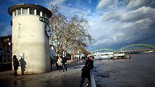 Mosel übersteigt die Schutzwände: Das Hochwasser erreicht die Städte