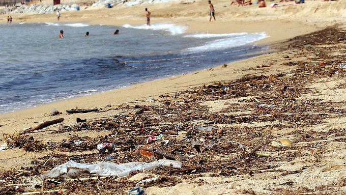 Die aktuelle Belastung des Meeres mit Plastikpartikeln ist laut Dumontet nicht mehr rückgängig zu machen.