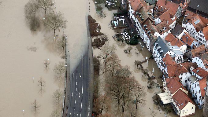 Kampf gegen steigende Pegel: Neue Hochwasserwelle erwartet