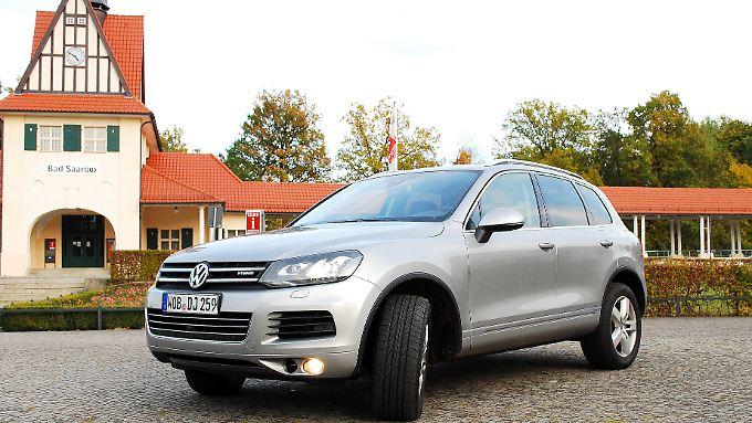 Der Touareg ist VWs erstes Hybridfahrzeug. Mit dem zusätzlichen Stromantrieb soll das mächtige Auto auf Sparsamkeit getrimmt werden.