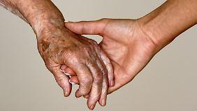 Ab 85 steigt das Risiko, pflegebedürftig zu werden enorm.