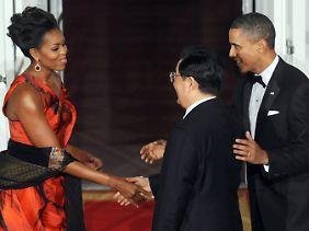 Ob es Komplimente für das Kleid gab? Hu und das Ehepaar Obama.