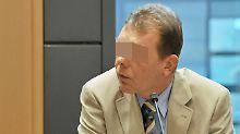Der Polizist Andreas S. auf der Anklagebank im Landgericht Magdeburg. (Archiv)