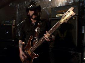 Lemmy, mit Rickenbacker-Bass.